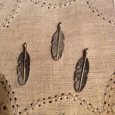 Ciondolo piuma in argento antico