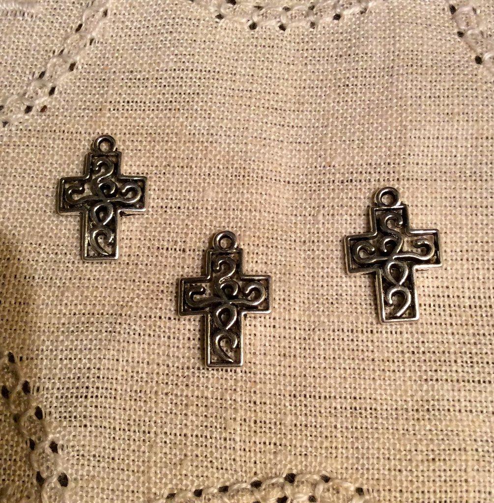 Ciondolo in argento antico croce