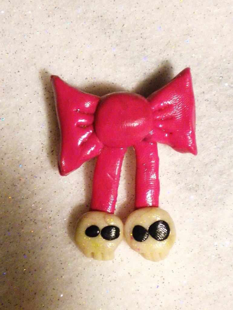 Spilletta fiocchetto rosa con teschietti