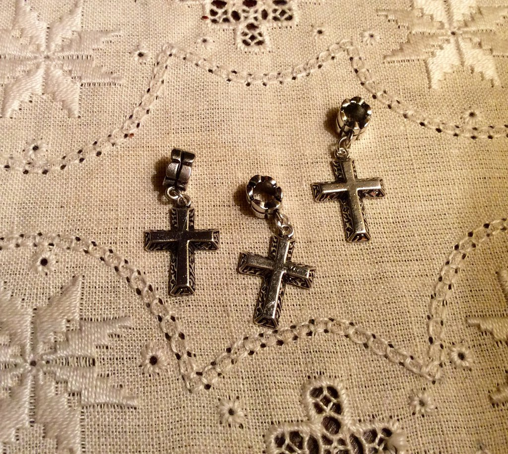 Ciondolo croce in argento antico