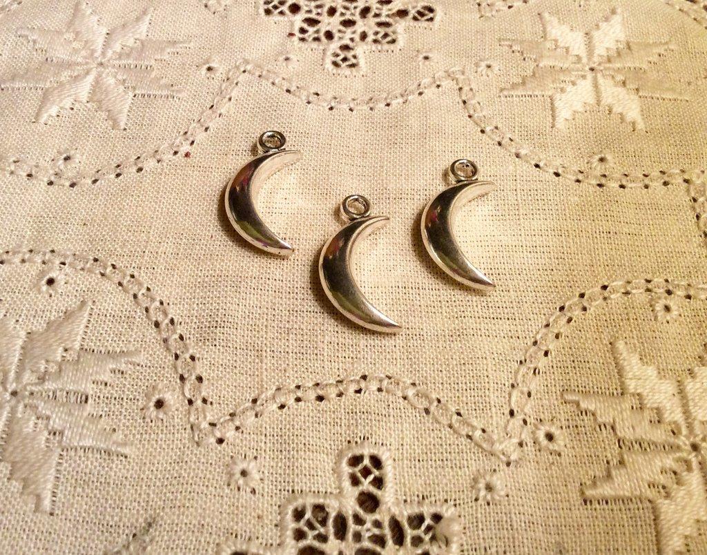 Ciondolo luna in argento antico