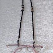Cordino per occhiali nero con charms e perle fatto a mano all'uncinetto