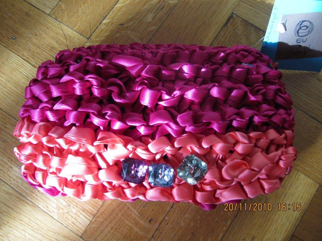 borsa a mano in raso colore fucsia e rosa
