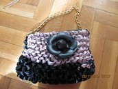 borsa a mano o a spalla in raso colore nero e rosa con fiore