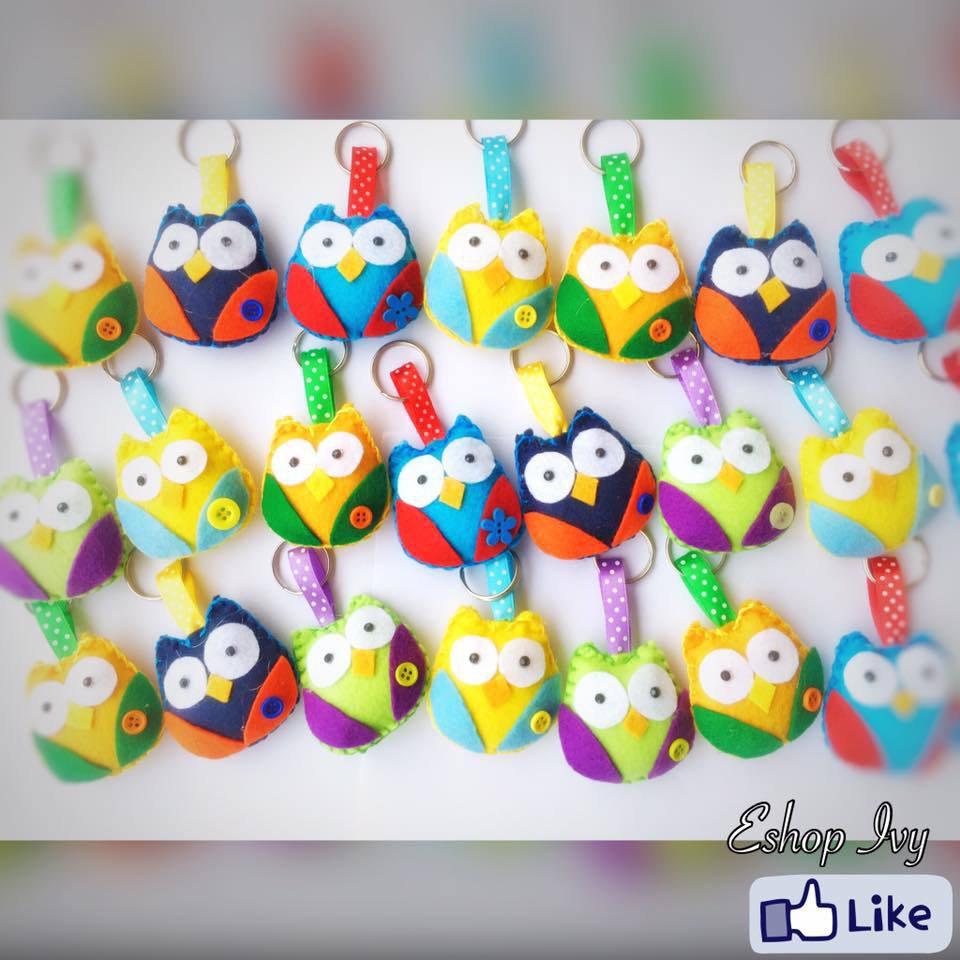 bomboniere portachiavi o calamita gufetti colorati complete di confetti e bigliettino
