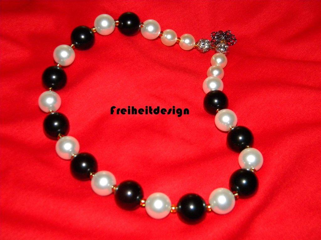 Collana-perle bianche/nere