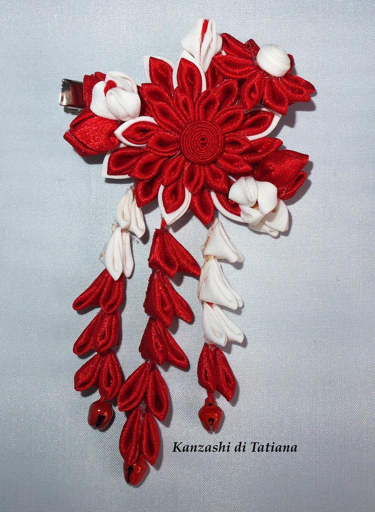 Tsumami kanzashi tradizionale colore rosso, bianco piccolo