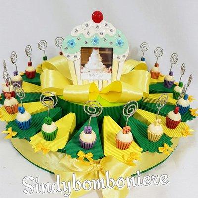 Bomboniere per diciottesimo compleanno femmina  memoclip cupcake colorati
