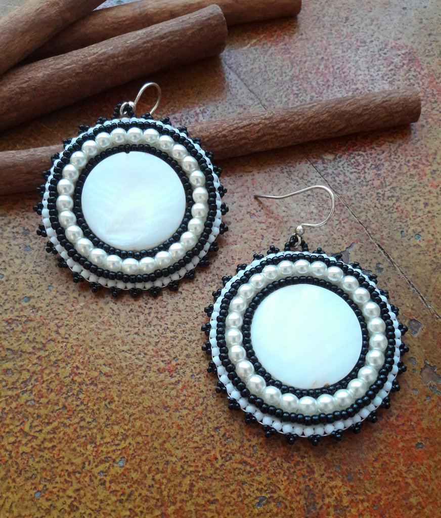 Orecchini Embroidery a cerchio Bianco e Nero