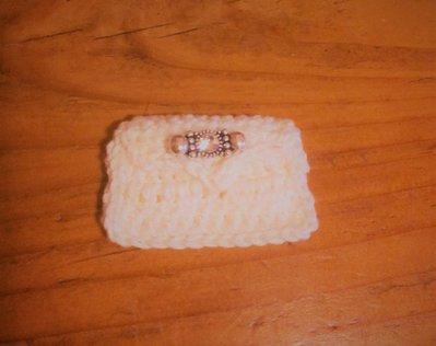 Borsetta bianca modello pochette ad uncinetto con fermaglino-gioiello fa parte della serie delle 8 mini bags decorazione o bomboniera