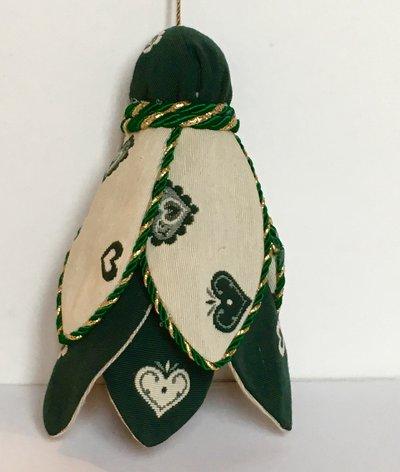 Nappa verde e beige con cuori-decorazione per tende o chiavi