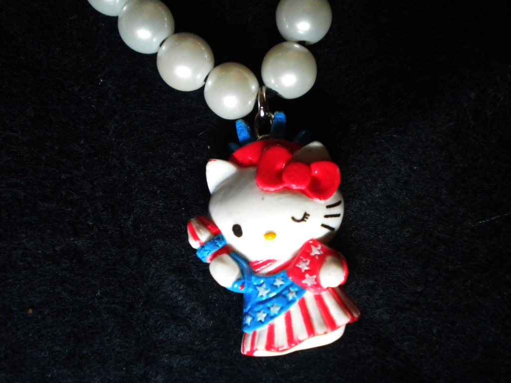 collana di perle con Hello Kitty U.S.A.