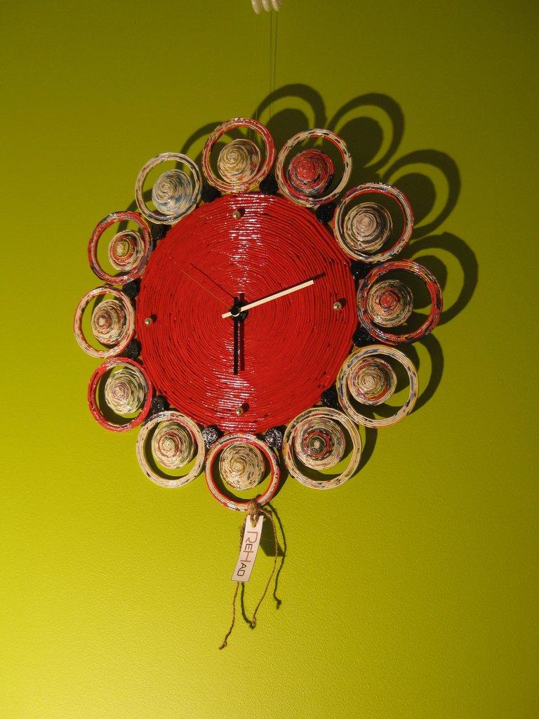Orologio Da Parete Rosso Fatto A Mano In Carta Riciclata Per La C