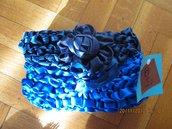 borsa a mano in raso colore blu e bluette