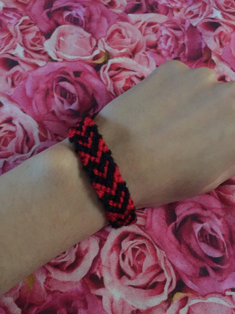 braccialetto con cuori rosso