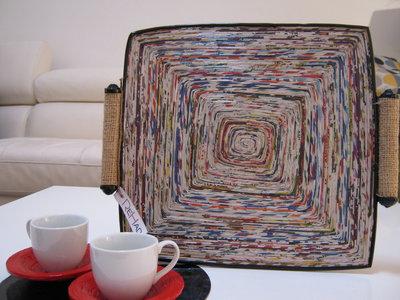 Vassoio multicolore fatto a mano  in carta riciclata