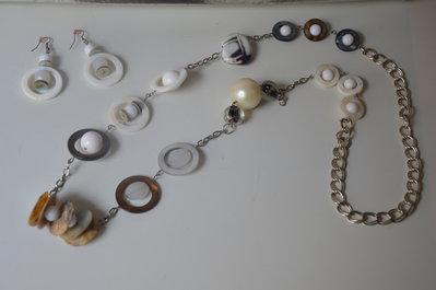 Collana lunga con madreperle, pietre e perle