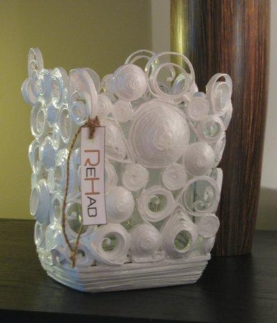 Vaso decorativo bianco fatto a mano in carta riciclata