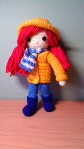 Bambola  in lana diversi tipi: scolari, sotto la pioggia, contadina ecc...