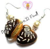 Orecchini donut - ciambelle a forma di cuore ricoperte di cioccolato e ripiene di crema - fimo