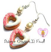 Orecchini donut - ciambelle a forma di cuore con crema di fragole e glassa - fimo