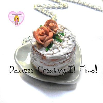 Collana piatto cuore con torta alle rose glassata - miniature, kawaii, handmade