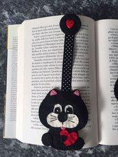 Segnalibro gatto di feltro con nastro e bottoncino a cuore