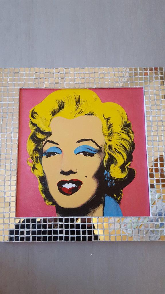 Quadro Marilyn monroe fatto a mano con acrilici e cornice mosaico specchiata