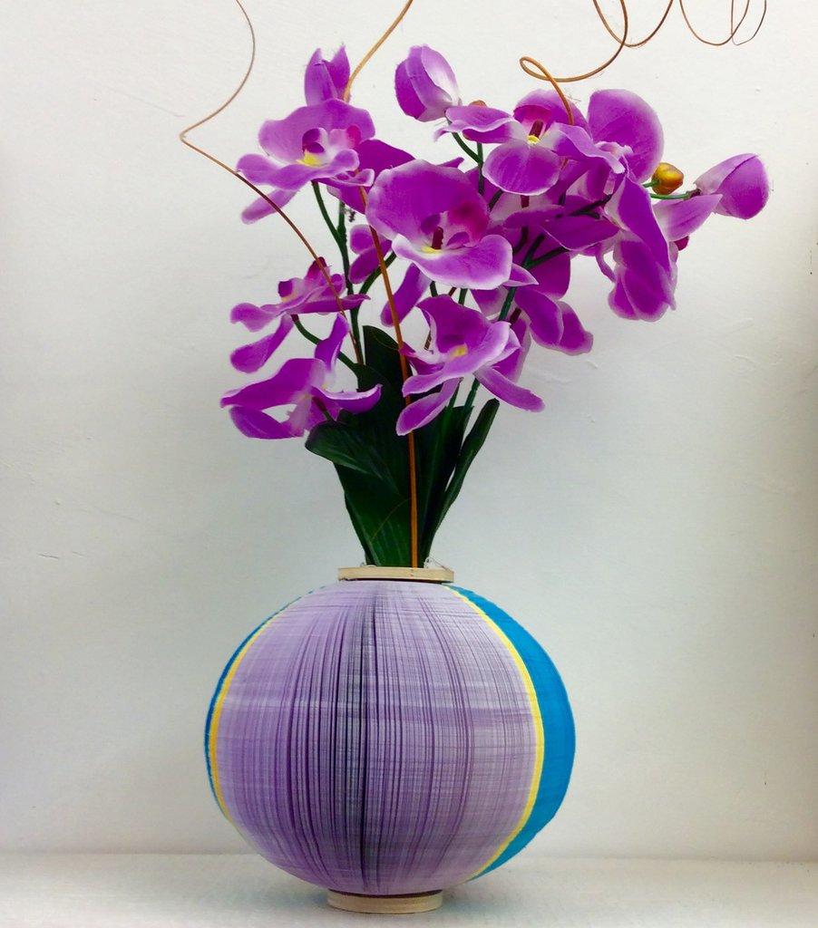 Vaso da fiori in carta e legno per la casa e per te for Fiori da vaso