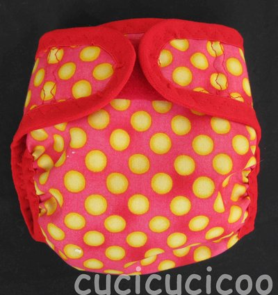 pannolino a tasca M (pois gialli su rosso)