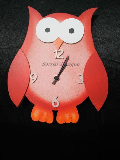 Orologio gufo in legno rosso