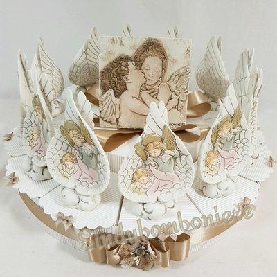 Bomboniere battesimo, comunione angelo Gabriele confezionate su torta confetti inclusi