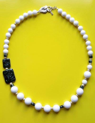 Collana giada bianca e porcellana