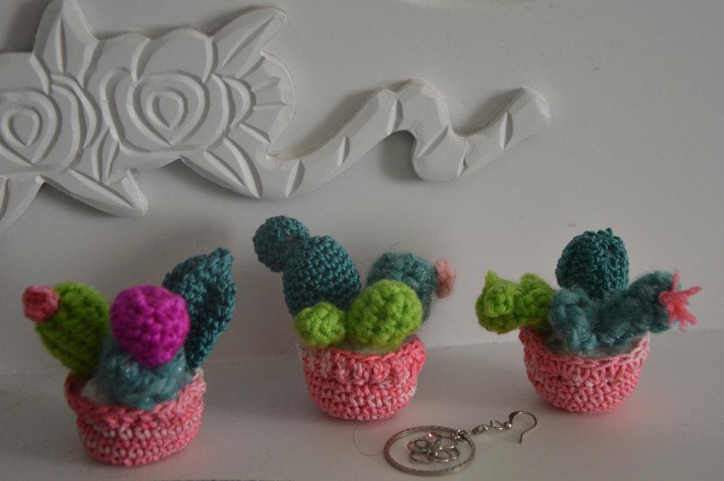 Mini piantine di cactus con vasetto, tecnica Amigurumi