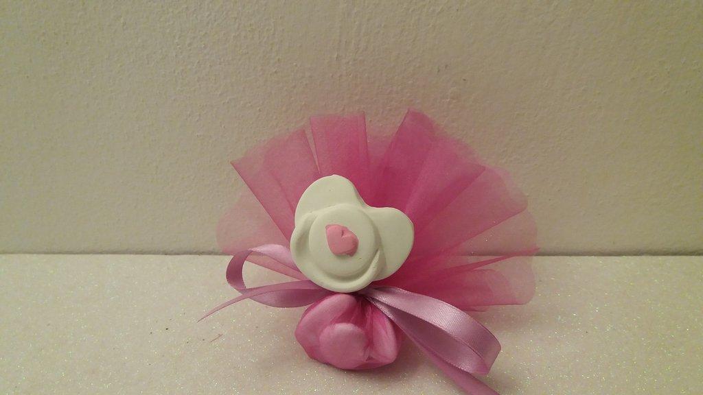 bomboniera ciuccio bimbo con cuoricino colorato rosa o azzurro in gesso ceramico