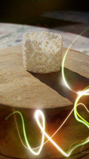 Anello bianco Peyote in rilievo