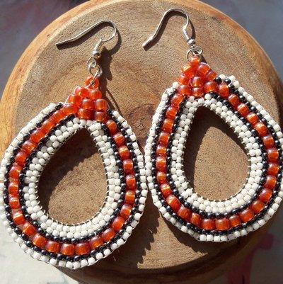 Orecchini ovali di perline