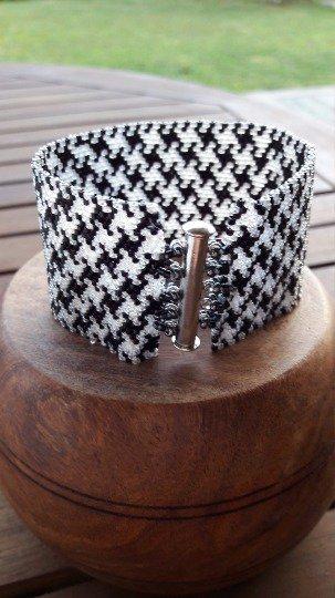 Bracciale tessitura peyote, pied de poule bianco e nero