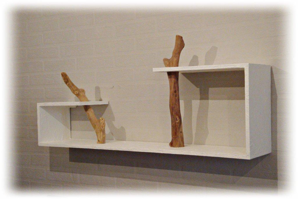 Ordine personale  Mensola con legni di mare