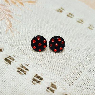 orecchini a lobo neri con swarovski rossi