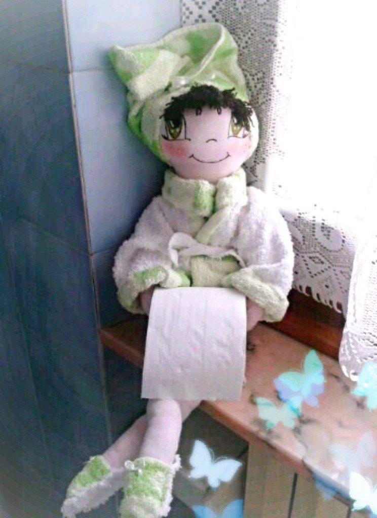 Bambola porta rotolo carta igienica per bagno per la casa e per t su misshobby - Dove mettere il porta carta igienica ...