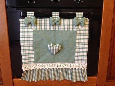 Copri forno a quadretti con fiocchi e cuore imbottiti.
