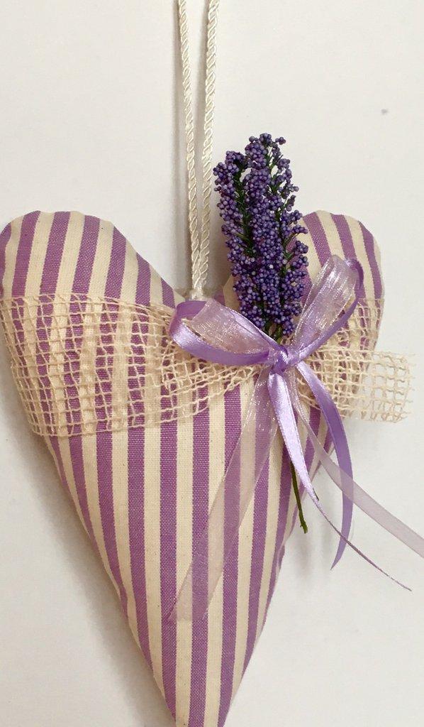 Cuore imbottito lilla con lavanda- idea regalo festa della mamma
