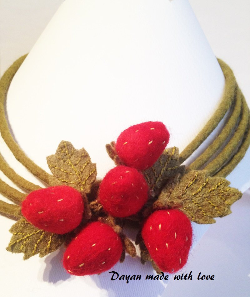 Collana di lana Fragoline