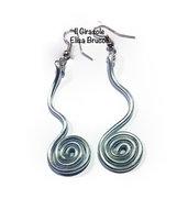 Orecchini wire pendenti lunghi alluminio argento con spirale