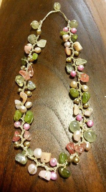 Collana fantasia con pietre dure e perle di fiume