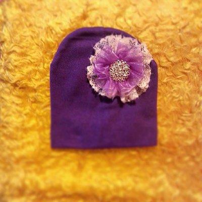 Cappellino decorato col fiore