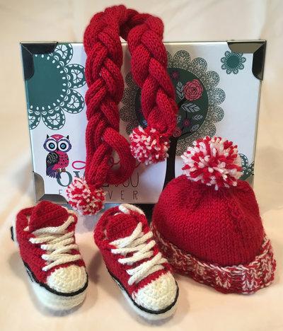 Set Cuffia Sciarpa Scarpe per neonato 0-3 mesi con Scatola Regalo.