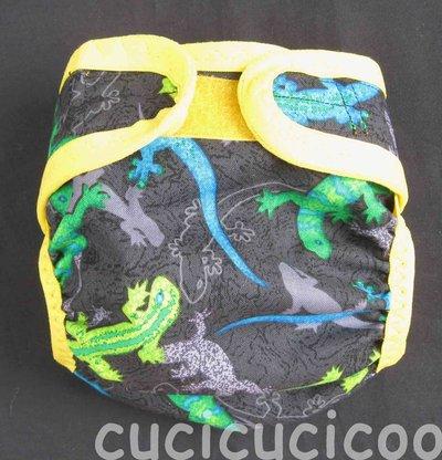 pannolino a tasca S lavabile (lucertole su nero)