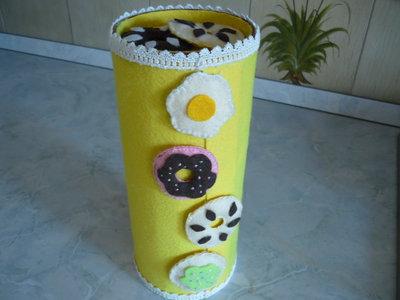 Originale scatola porta biscotti con applicazioni di biscotti in pannolenci